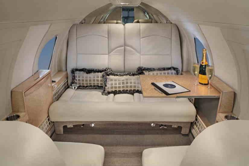 салон самолета Dassault Falcon 10