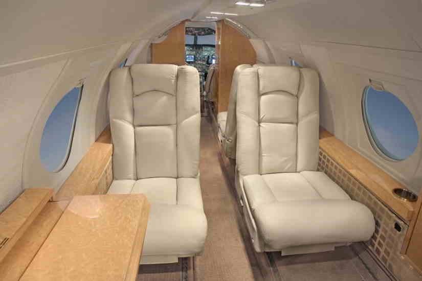 бизнес джет Dassault Falcon 10