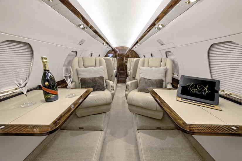 салон самолета Dassault Falcon 20