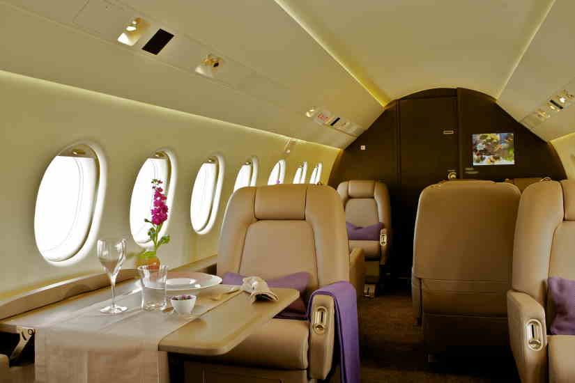 салон самолета Dassault Falcon 2000