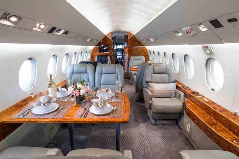 салон самолета Dassault Falcon 2000 LX