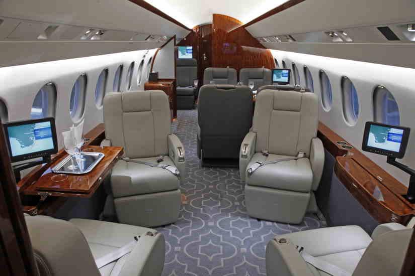 салон самолета Dassault Falcon 900