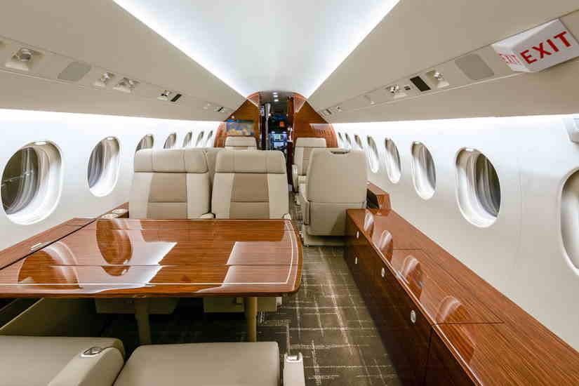 салон самолета Dassault Falcon 900 LX