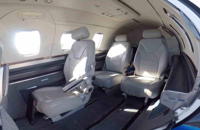 салон самолета Eclipse 500