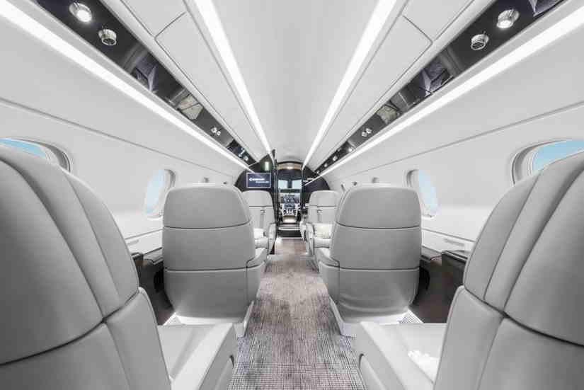 салон самолета Embraer Legacy 450