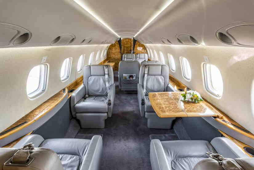 салон самолета Embraer Legacy 600