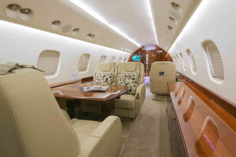 салон самолета Embraer Legacy 650