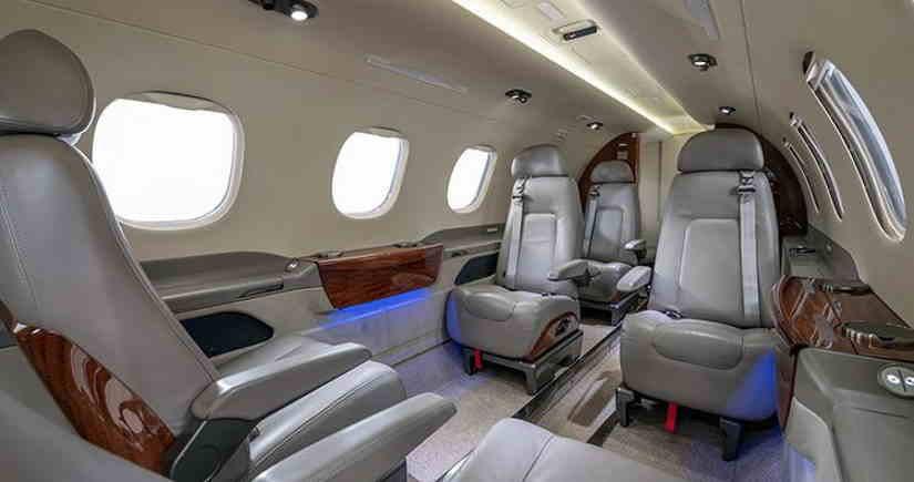 салон самолета Embraer Phenom 300