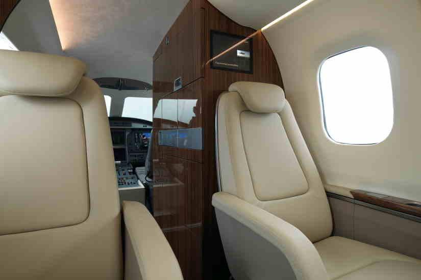 салон самолета Grob SPn Utility Jet