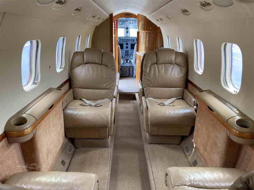 салон самолета Gulfstream G100
