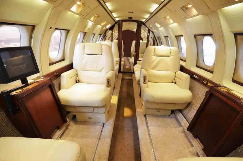 салон самолета Hawker 800B