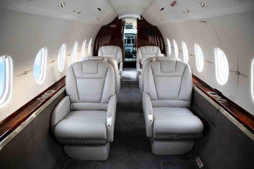 салон самолета Hawker Horizon