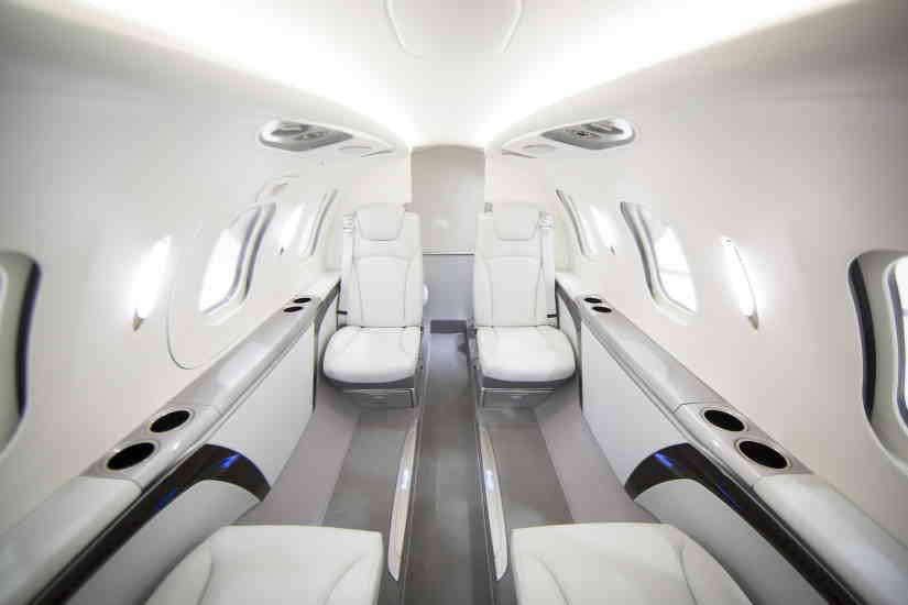 салон самолета HondaJet HA-420
