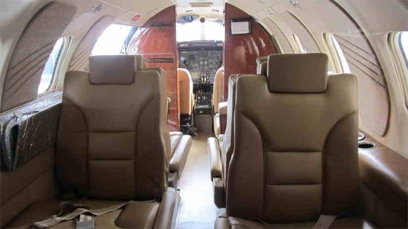 салон самолета Learjet 25