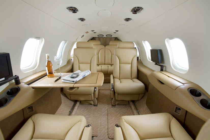 салон самолета Learjet 31