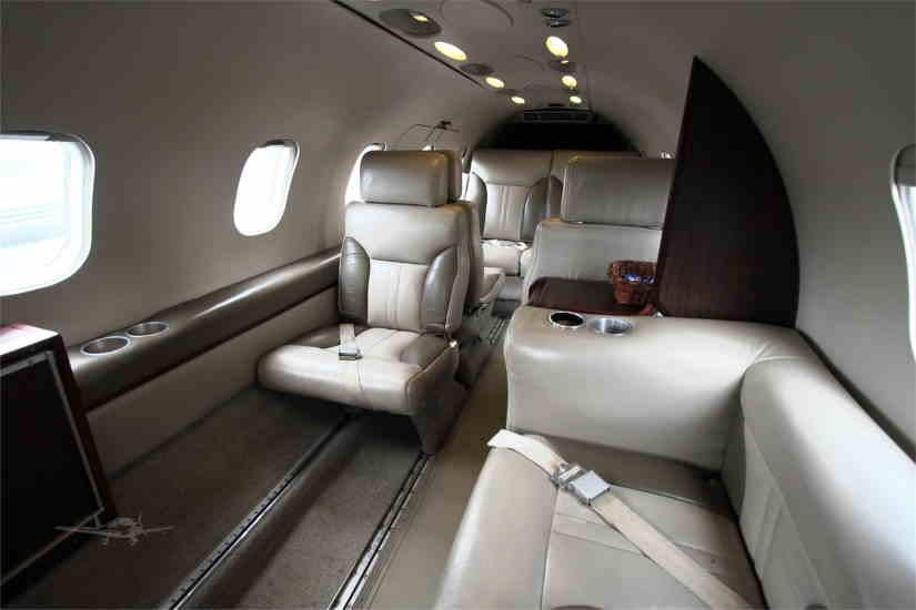 салон самолета Learjet 35