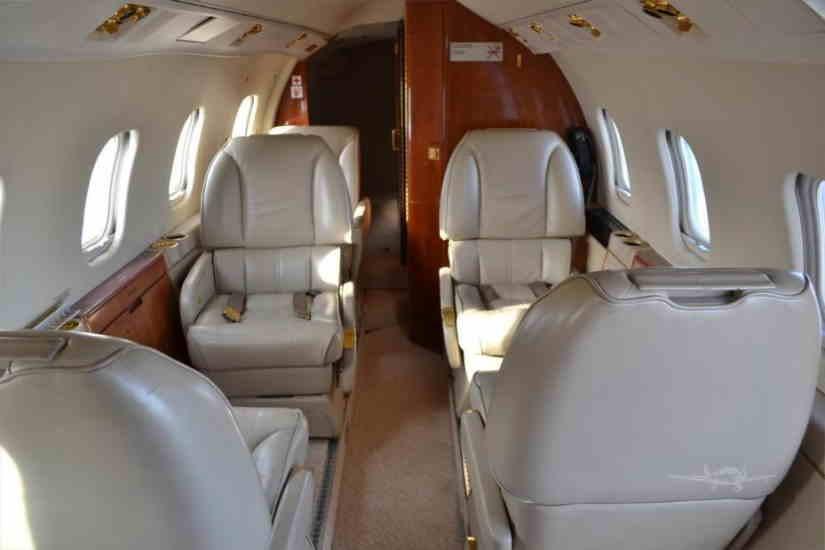 салон самолета Learjet 55