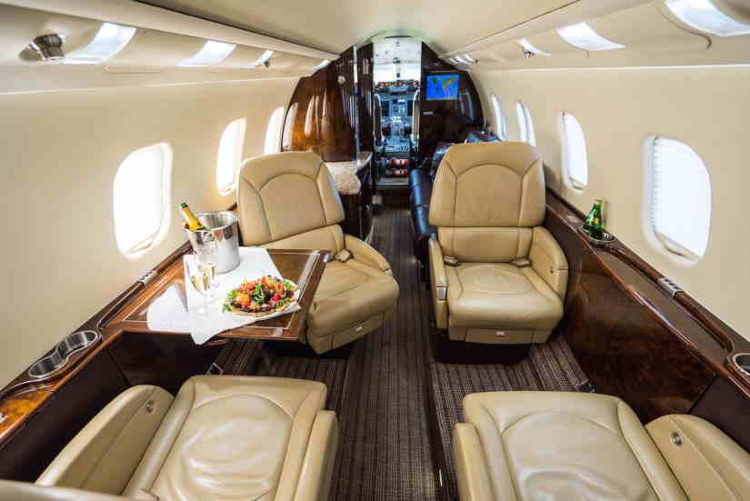 салон самолета Learjet 60XR