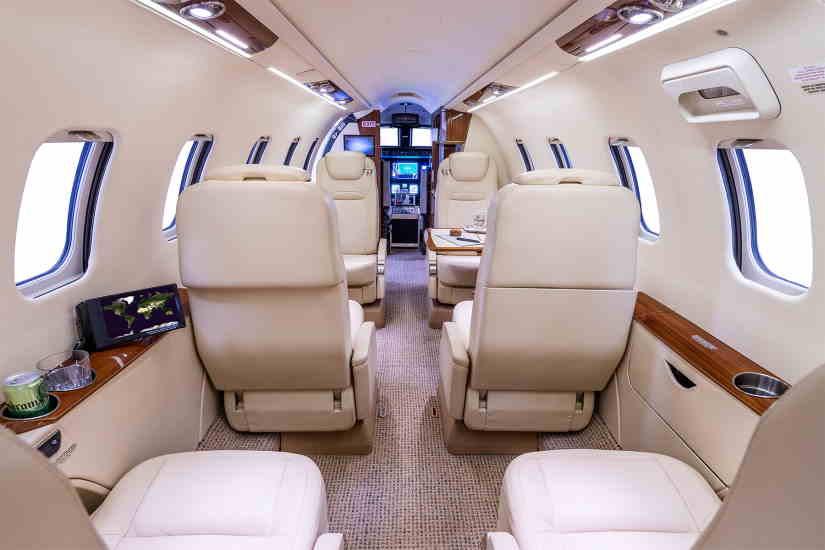 салон самолета Learjet 70