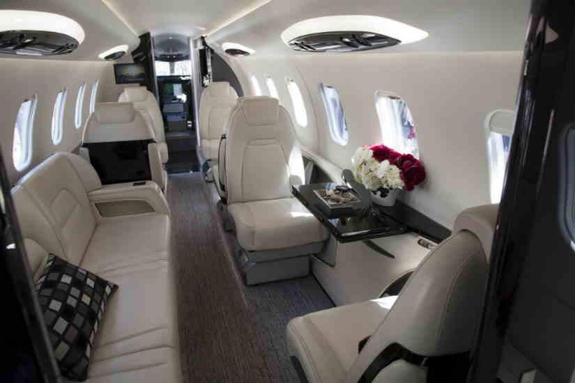 салон самолета Learjet 85