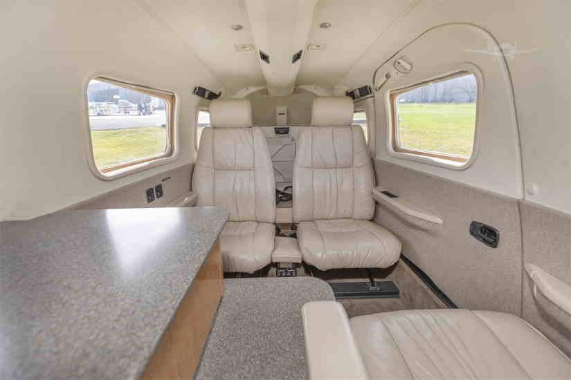салон самолета Piper PA34 Seneca