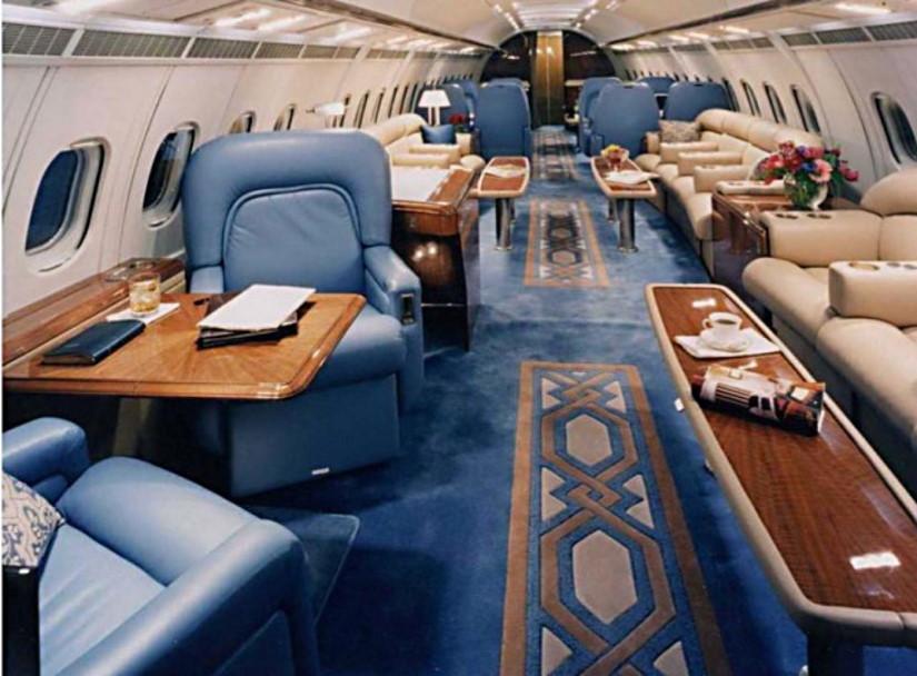 салон самолета Avro Business Jet
