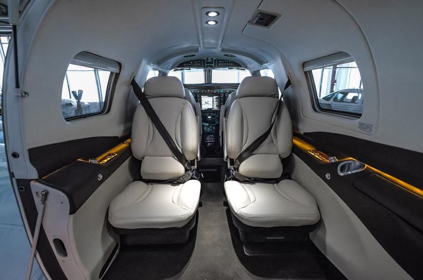 салон самолета Piper М500