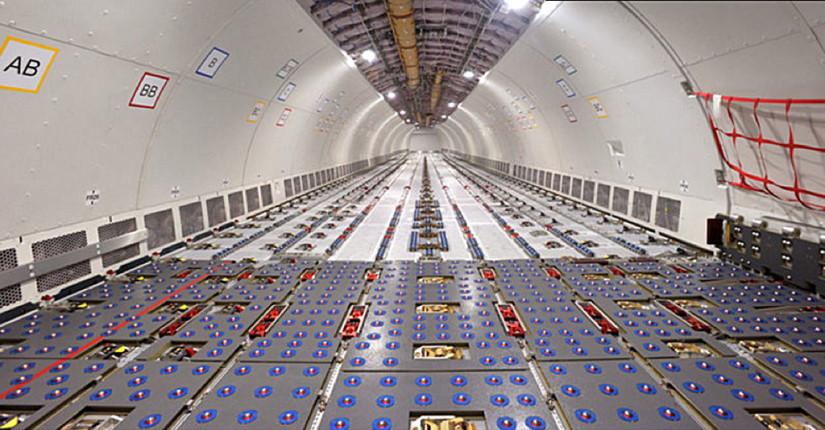 салон самолета Airbus A330-200F