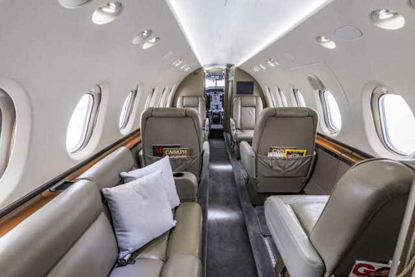 салон самолета Beechcraft Hawker 750