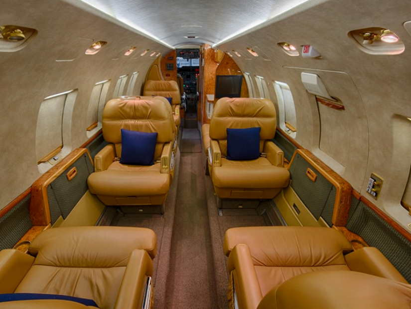 салон самолета Beechcraft Hawker 800 XP