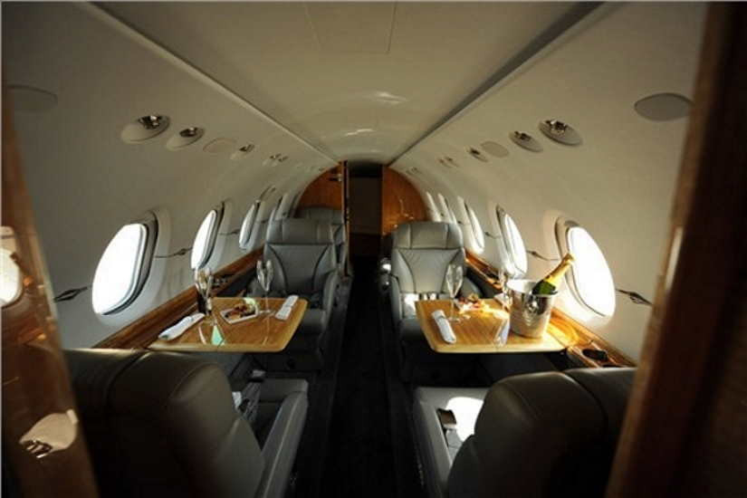 салон самолета Beechcraft Hawker 900 XP