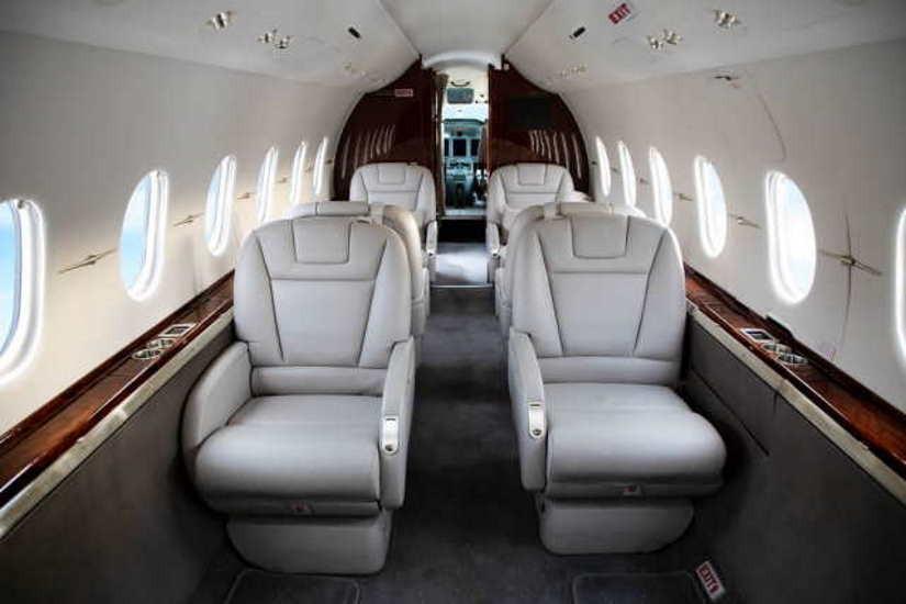 салон самолета Beechcraft Hawker 4000