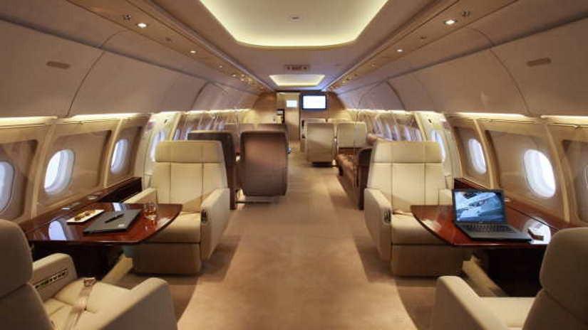 салон самолета Airbus A318 Elite