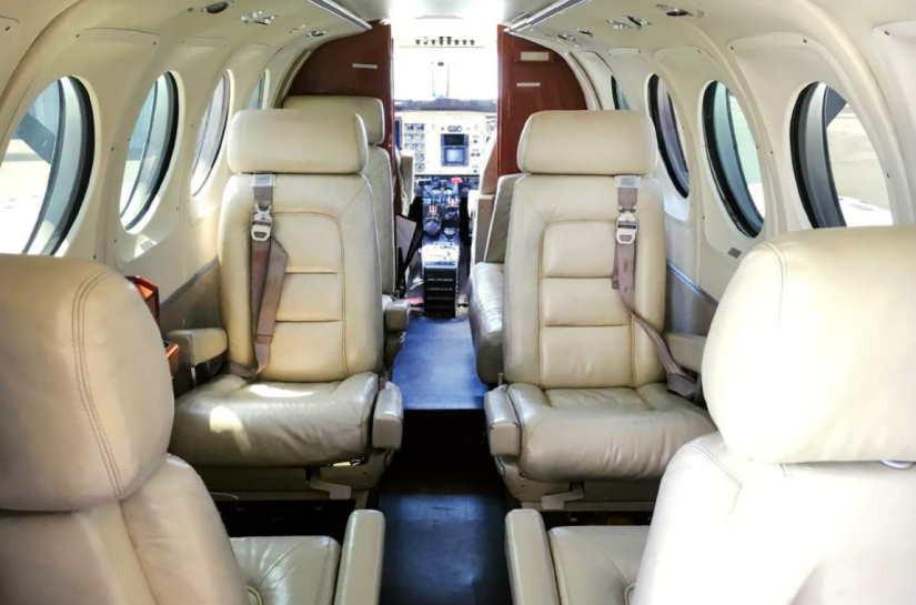 салон самолета Beechcraft King Air 100