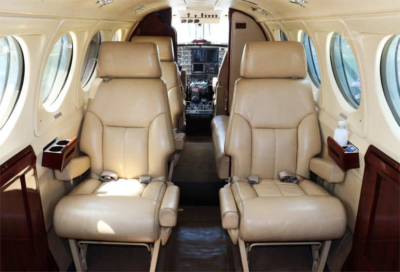 салон самолета Beechcraft King Air 200