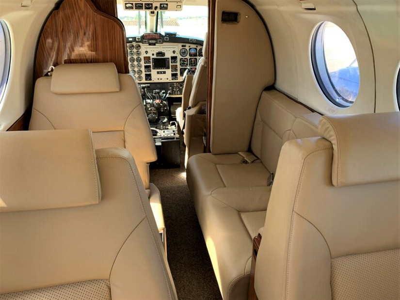 салон самолета Beechcraft King Air 300