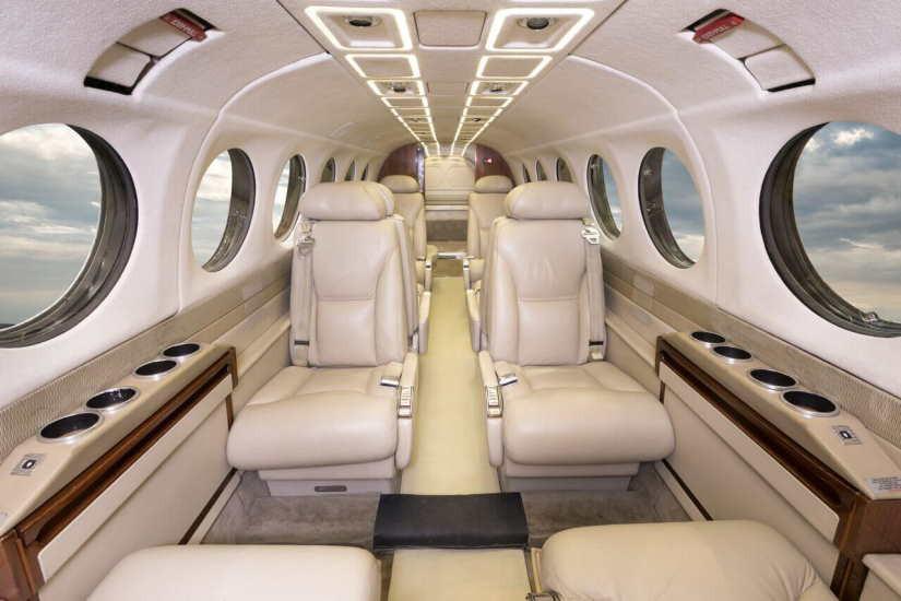 салон самолета Beechcraft King Air 350
