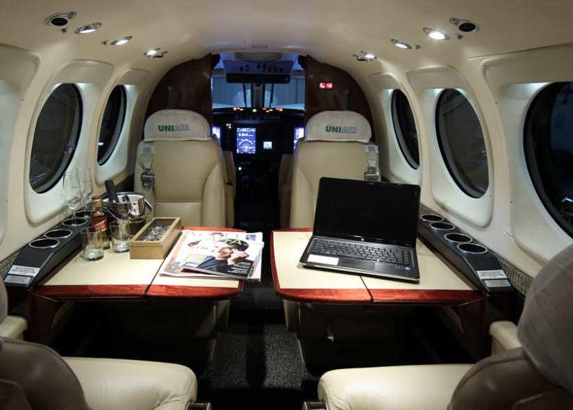 салон самолета Beechcraft King Air 90