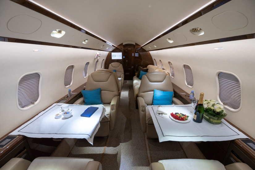 салон самолета Bombardier Challenger 300