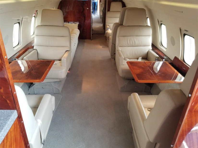 салон самолета Bombardier Challenger 600