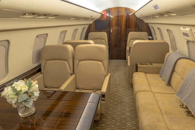 бизнес джет Bombardier Challenger 600