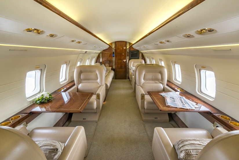 салон самолета Bombardier Challenger 601