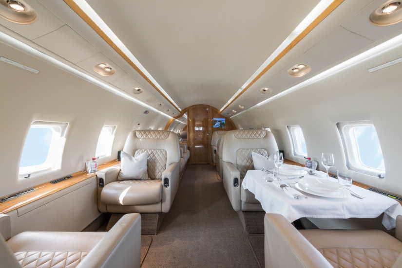 салон самолета Bombardier Challenger 604