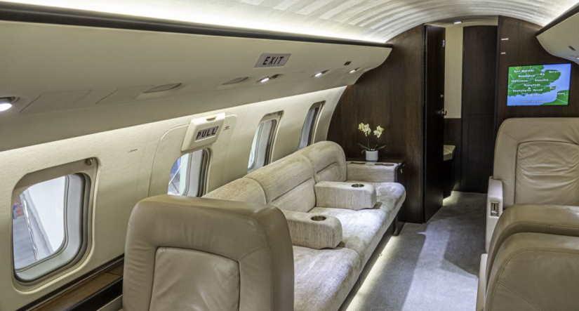 салон самолета Bombardier Challenger 605