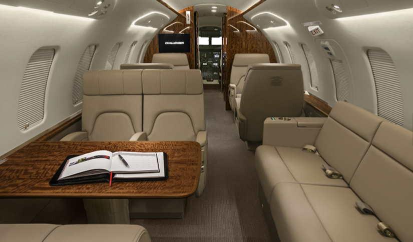 салон самолета Bombardier Challenger 650
