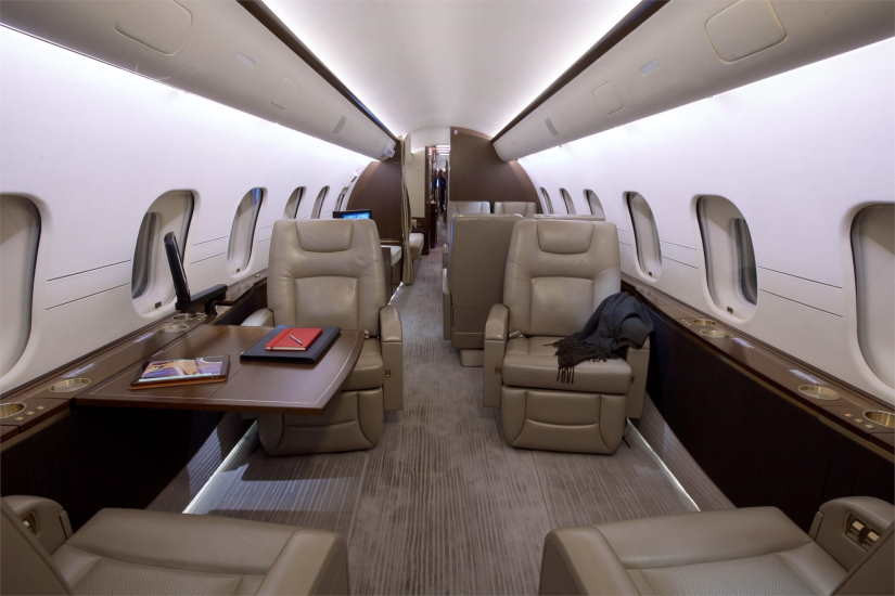 салон самолета Bombardier Global 5000