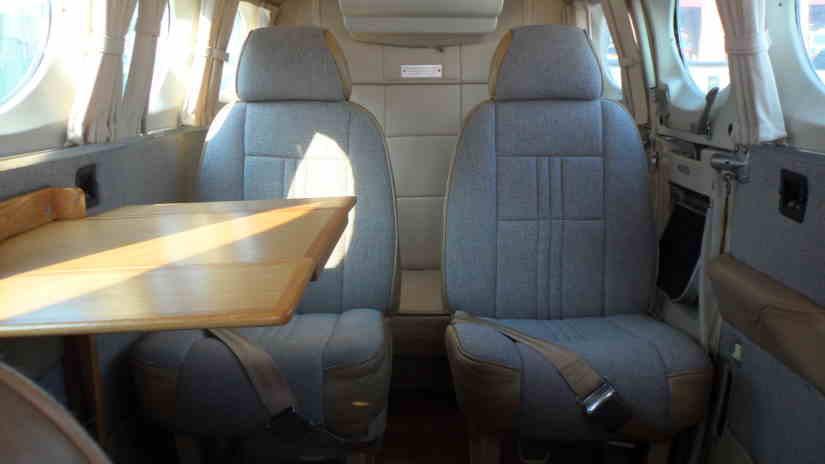 салон самолета Cessna 340