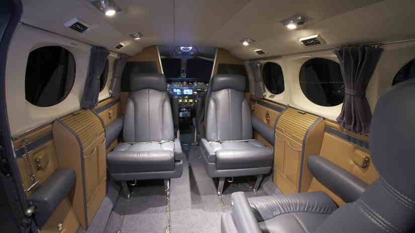 салон самолета Cessna 421 Golden Eagle