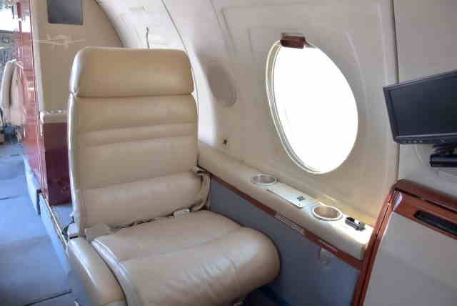 интерьер салона самолета Dassault Falcon 10