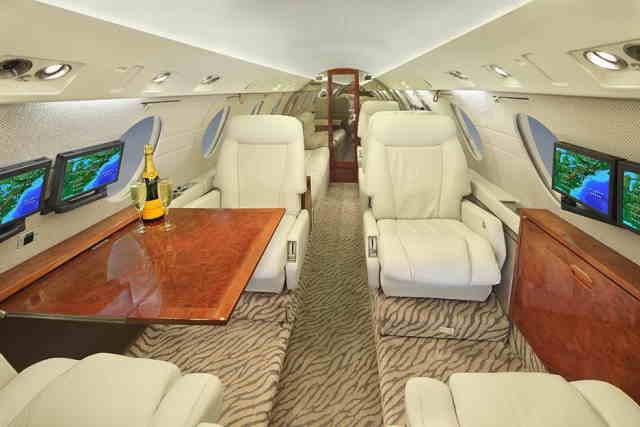 интерьер салона самолета Dassault Falcon 20